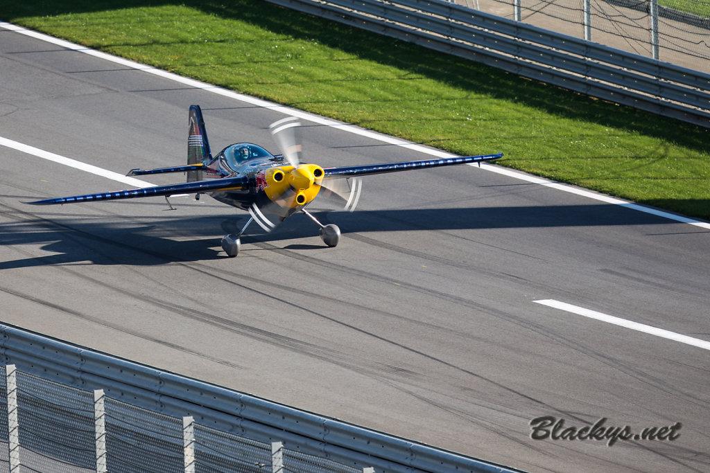 Landung auf der Start-Ziel-Geraden
